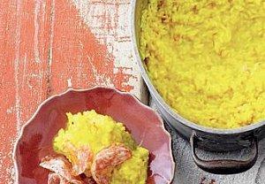 Šafránové rizoto z rýže Carnaroli se salámem