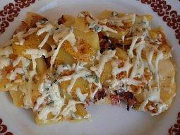 Gratinované brambory (nejen) s cibulkou