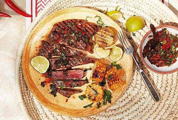 Hovězí steak s chimichurri a kukuřicí photo-0