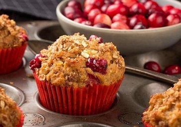 Naučte se vláčné muffiny s čokoládou i mraženým ovocem