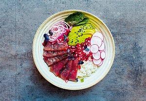 Pikantní poke bowl s tuňákem