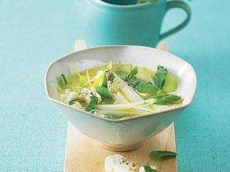 Polévka z chřestu a mangoldu