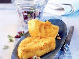 Smažený sýr s brusinkovou tatarkou