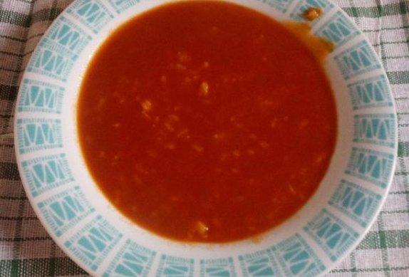 Jednoduchá rajská polévka s paprikou
