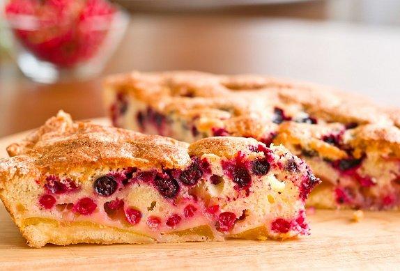 Kynutý koláč s lesním ovocem