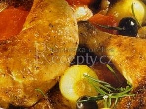 Kuře dušené na rajčatech a cibuli