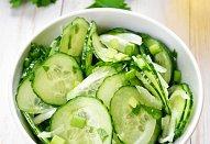 Okurkový salát-sladkokyselý