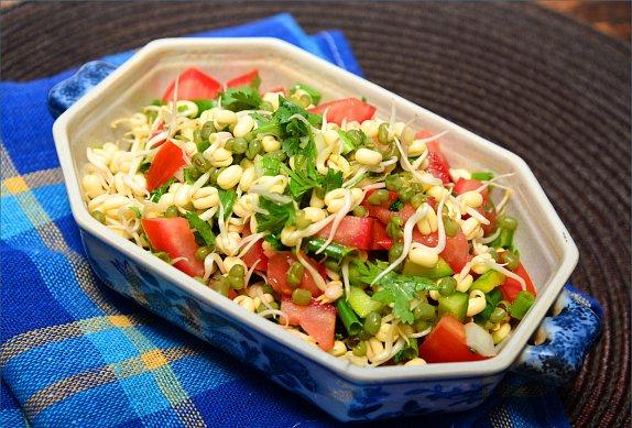 Zeleninový salát s klíčky photo-0