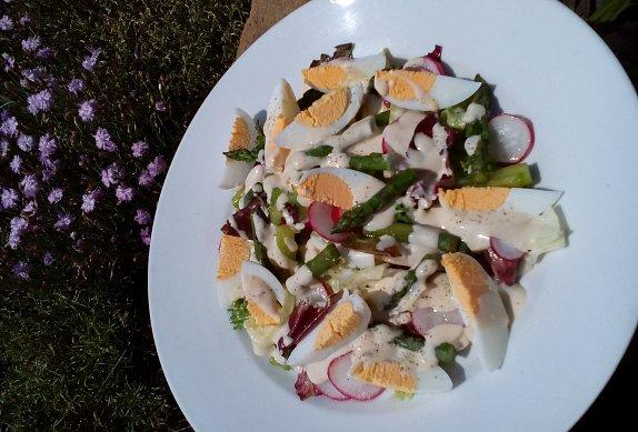 Salát (nejen) s chřestem a vejci