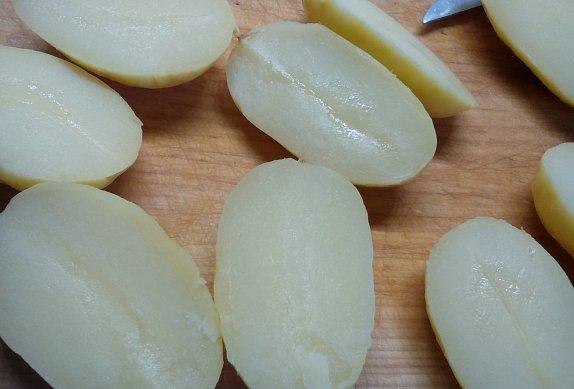 Brambory se sýrovou náplní
