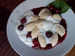Jemné tvarohové nočky s ovocnou omáčkou