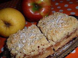Drobenkový koláč s jablky a skořicí