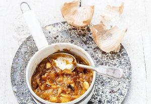 Meruňkové čatní s cibulí