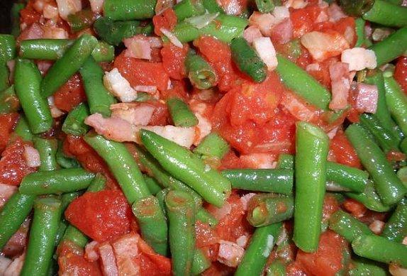 Česnekovo-rajské fazolky se slaninou