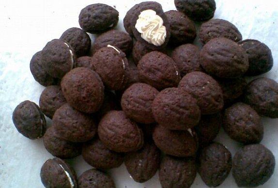 Kakaové ořechy plněné máslovým krémem