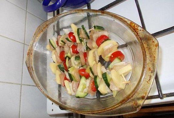 Kuřecí špízy se zeleninou a hlívou ústřičnou