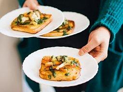 Smaženky s pečenou zeleninou a pestem