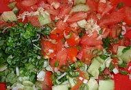 Okurkovo-rajský salát (nejen) s bazalkou