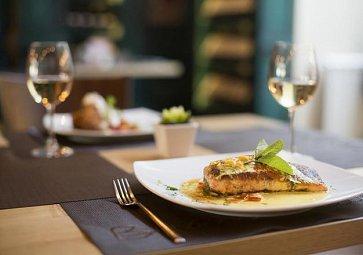 Top  10 restaurací, které musíte v České republice navštívit