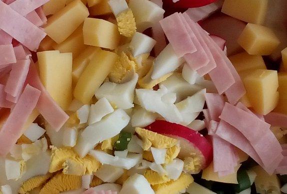 Jarní salát (nejen) se sýrem