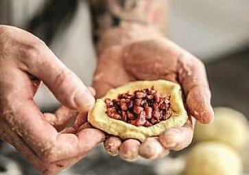 Česká kuchyně: Naučte se plněné knedlíky s uzeným masem