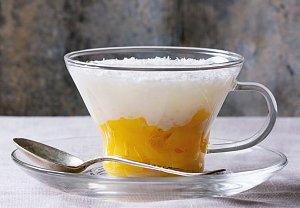 Tapiokový pudink s kokosovým mlékem a mangem