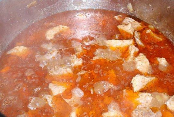Maso na paprice s cuketou a smetanou