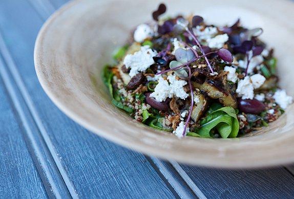 Čočkový salát se švestkami