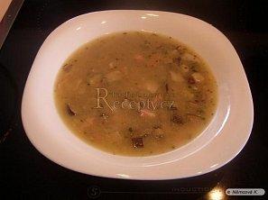 Bramborová polévka s houbami a uzeninou