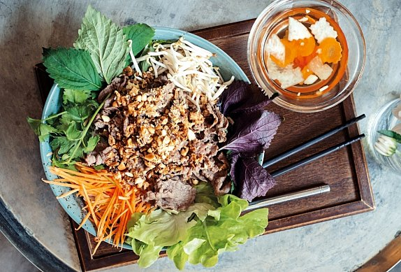 Bun Bo Nam Bo – Nudle s hovězím a zeleninou