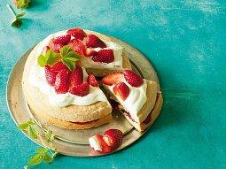 Piškotový koláč s jahodami