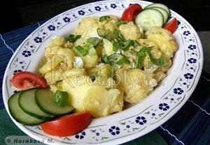 Teplý bramborový salát
