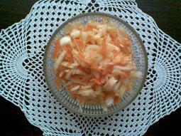 Zelný salát s jablkem a mrkví