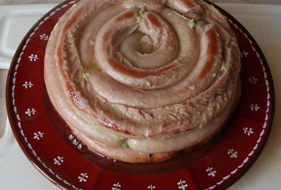 Zapečená vinná klobása - slaný koláč
