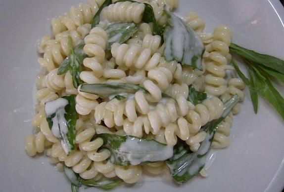 Těstoviny s mascarpone, gorgonzolou a rukolou ...