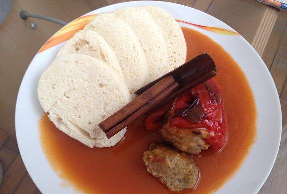 Plněné papriky v rajčatové omáčce