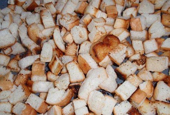Křehké bramborové knedlíky s žemlovými krutonky