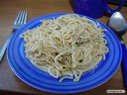Špagety s houbami a sýrovou omáčkou