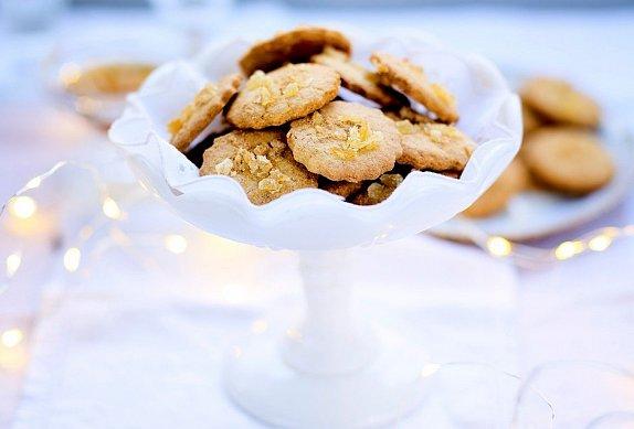 Měkké koláčky s kandovaným zázvorem sypané macou
