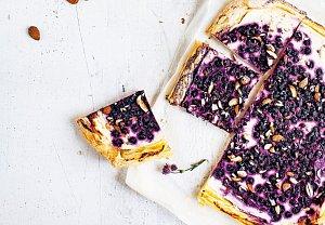 Jednoduchý ricottový koláč s borůvkami