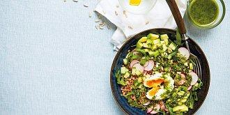 Pohanková miska se zeleninou a ztraceným vejcem