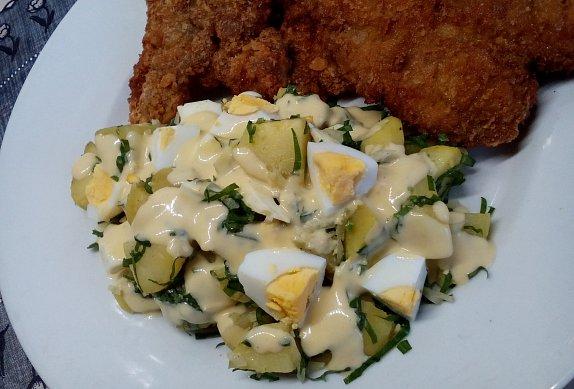 Bramborový salát s vejci a medvědím česnekem