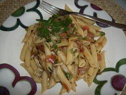 Těstoviny s artyčoky a rajčaty