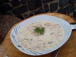 Bílá polévka z hlívy a fazolí