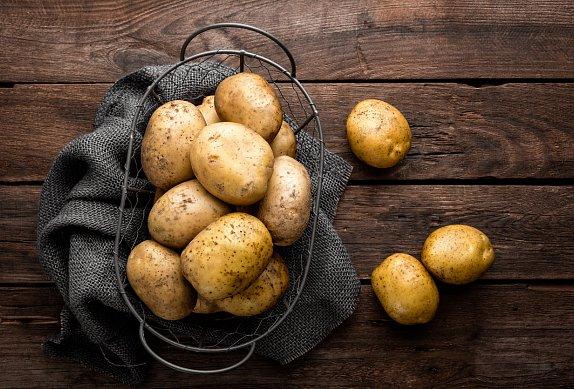 Plněné brambory s rajčaty a mozzarellou