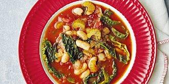 Fazolová polévka s rajčaty a kapustou