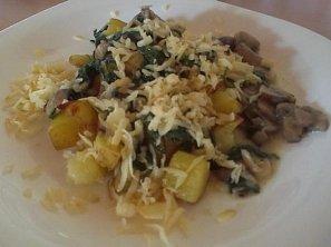 Zapečené brambory se špenátem a houbami