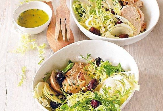 Salát frisée s fenyklem a kuřetem