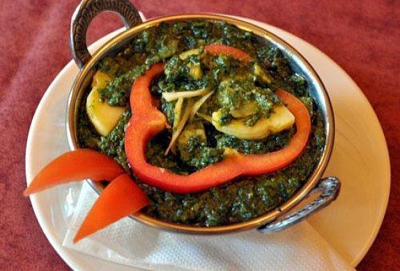 Saag Aloo - indické brambory se špenátem