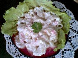 Těstovinový salát s celerem a krabími tyčinkami